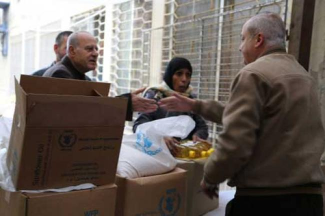 UN airlifts food aid from Iraq to displaced Syrians