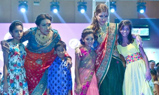 Soha Ali, Rituparna walk for street children charity