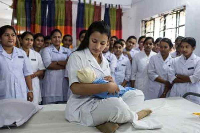 On International Day, UN spotlights role of midwives in achieving development targets