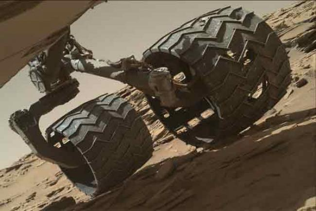 Curiosity Mars Rover crosses rugged plateau