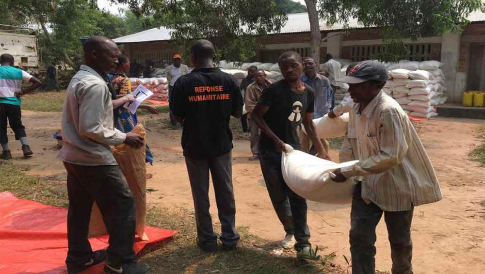 Emergency food distributions launched to assist thousands displaced in DR Congo – UN agency