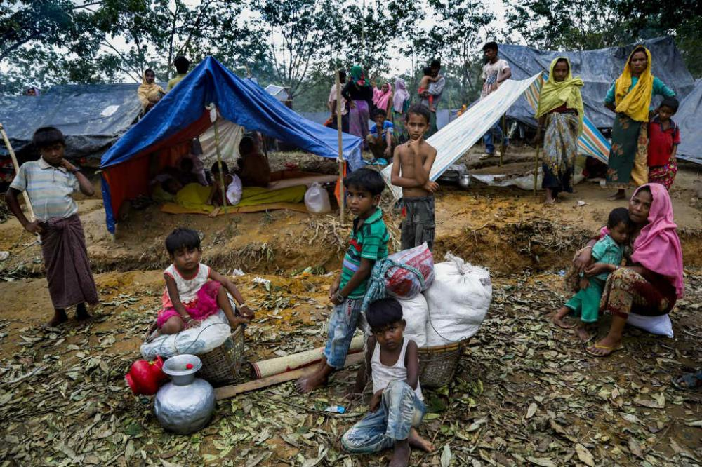 In Bangladesh, UN food relief agency chief urges support amid massive Rohingya influx