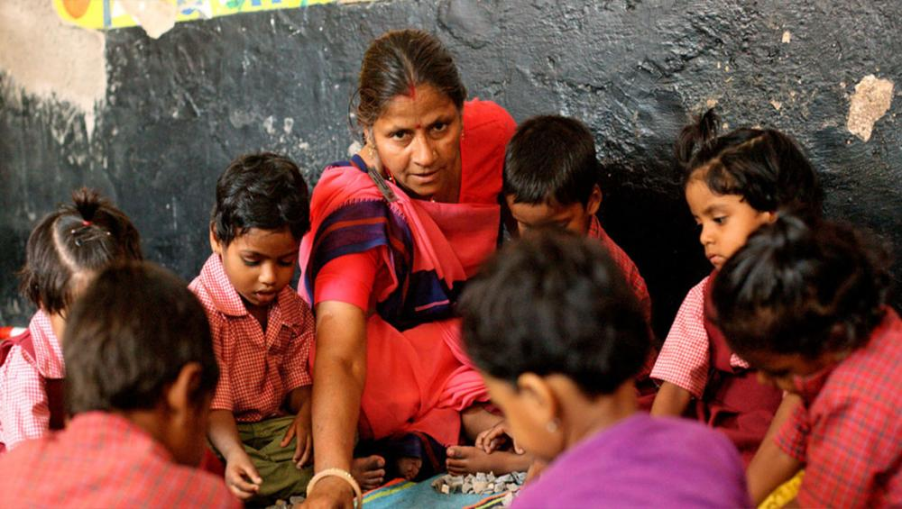 UNICEF urges 'transformative shift' in family-friendly work policies to reap 'huge' benefits