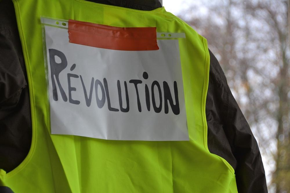 Around 33,700 yellow vest protesters rally across France: Interior Ministry