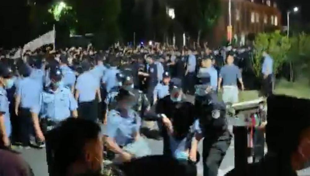 Chinese police suppress student protest in Jiangsu