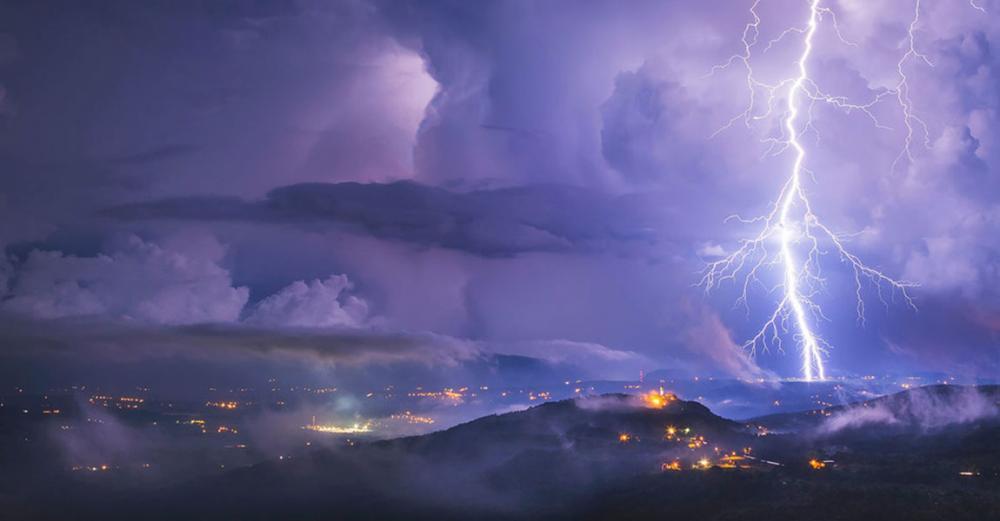 Extraordinary 'megaflash' lightening strikes cover several hundred kilometres, smashing records
