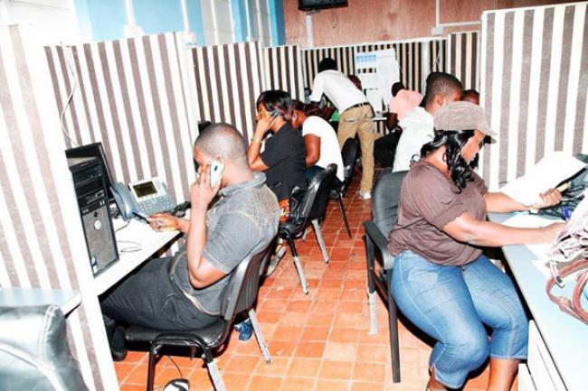 Ebola: UN health agency seeks to allay fears about air travel