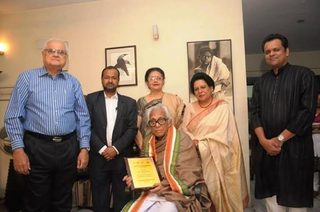 Rotary Club of Calcutta Metropolitan hands over award to Mrinal Sen, others