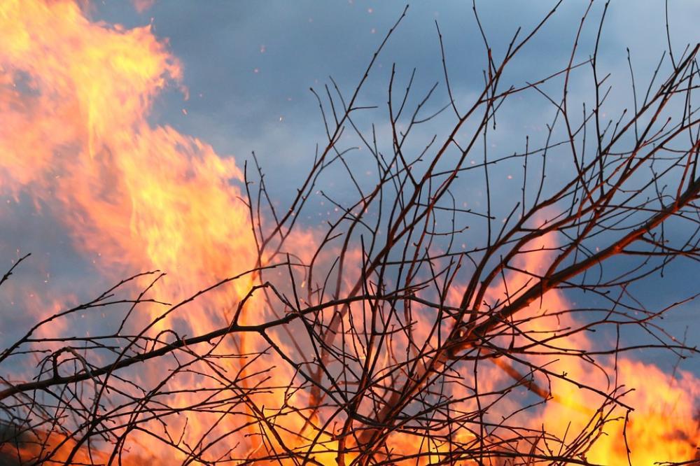 At least 2 dead in devastating Australian bushfires