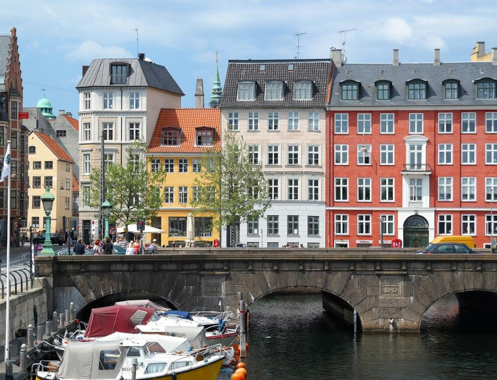 Explosion hits police station in Copenhagen, no injuries