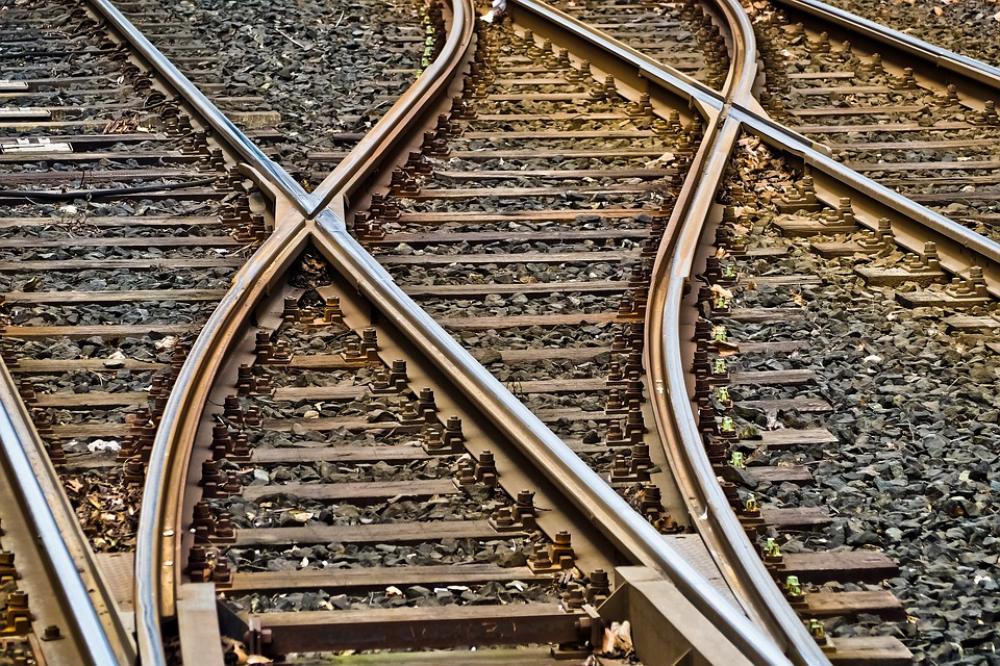 Train mishap in Pakistan leaves 21 dead