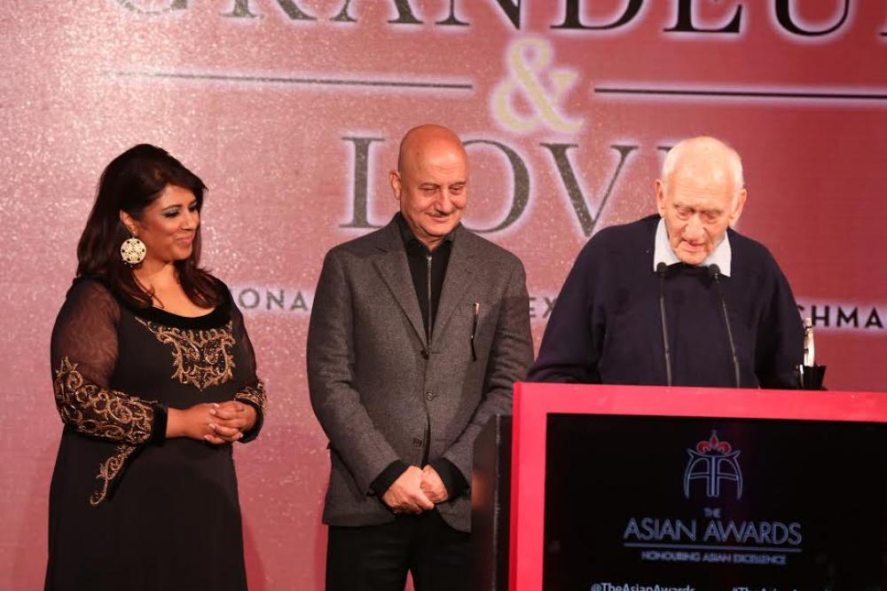 Kolkata's 'Pavement Doctor' becomes first living westerner honoured at the Asian Awards