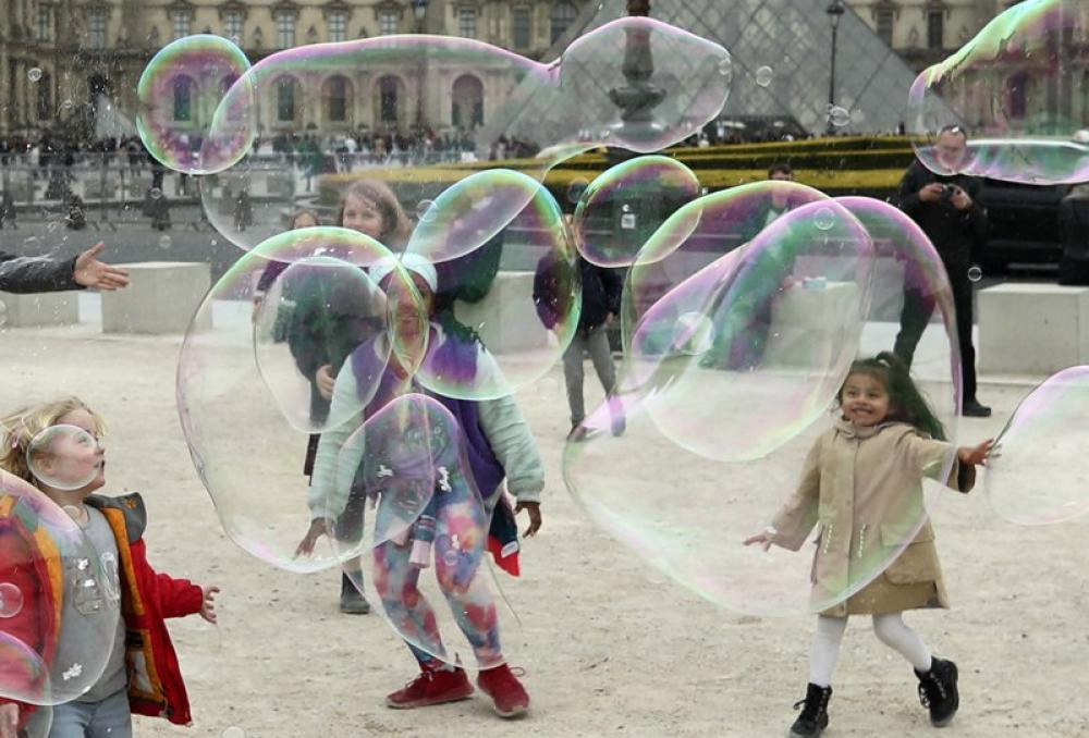 Children play with bubbles in Paris