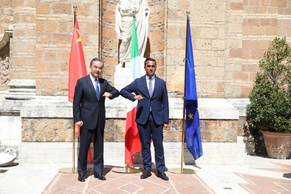 Chinese State Councilor, Foreign Minister Wang Yi, Italian Foreign Minister Luigi Di Maio pose for photos in Rome