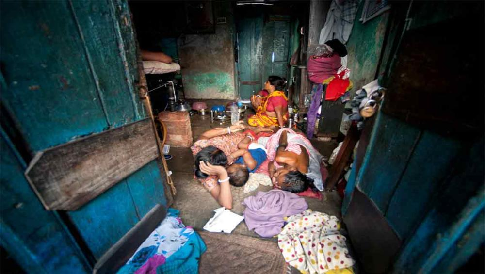 World's poor bearing the brunt of global crises, stresses UN rights expert