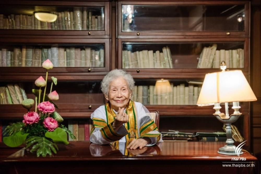 Thai granny defies age, picks up degree at 91