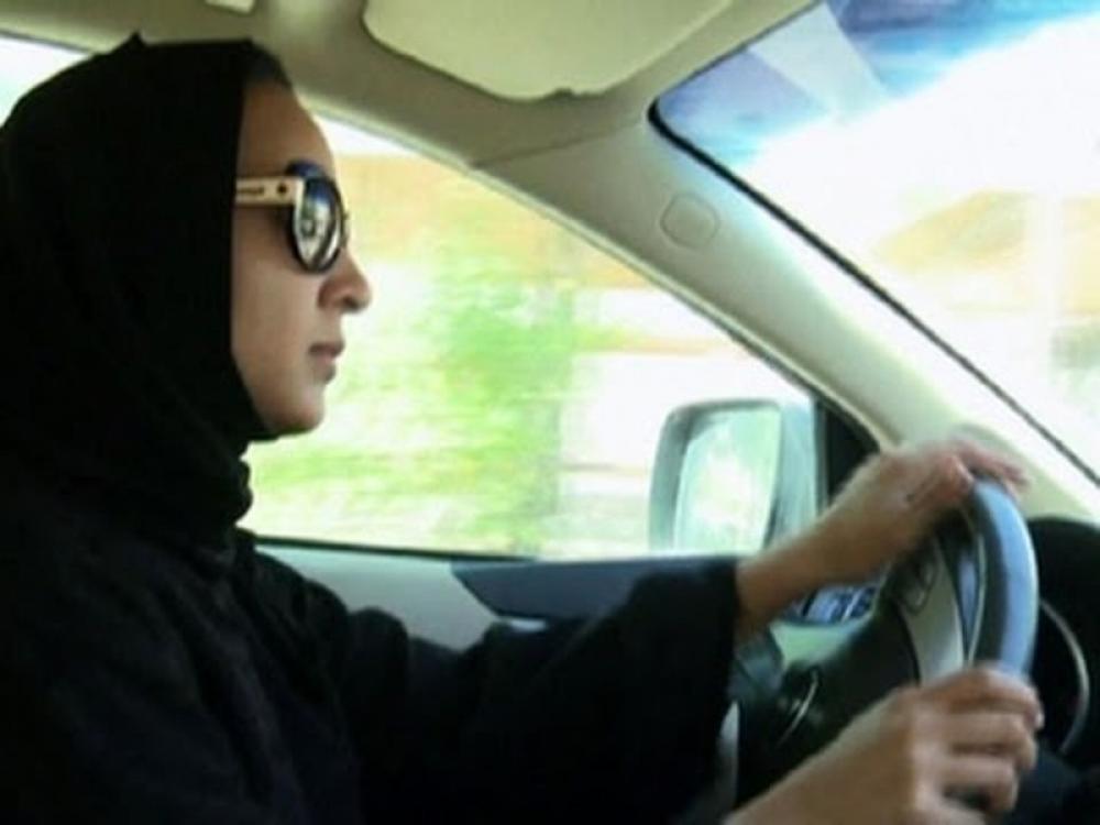 Saudi Arabia lifts ban, to let women drive
