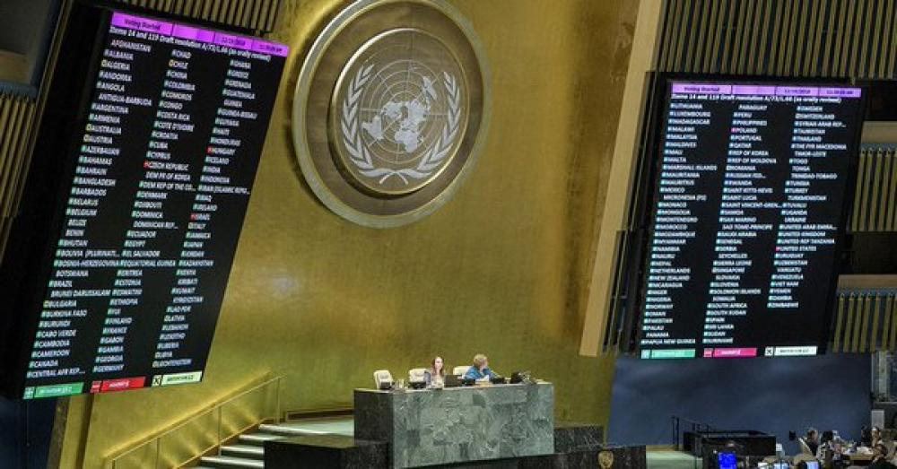 General Assembly officially adopts roadmap for migrants to improve safety, ease suffering