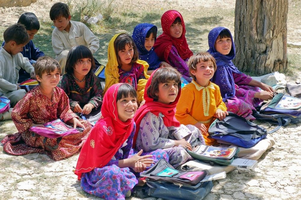 Afghanistan government plans to recruit 30,000 female teachers