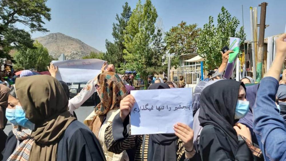 Afghanistan conflict: Thousands demonstrate against Taliban in Kandahar