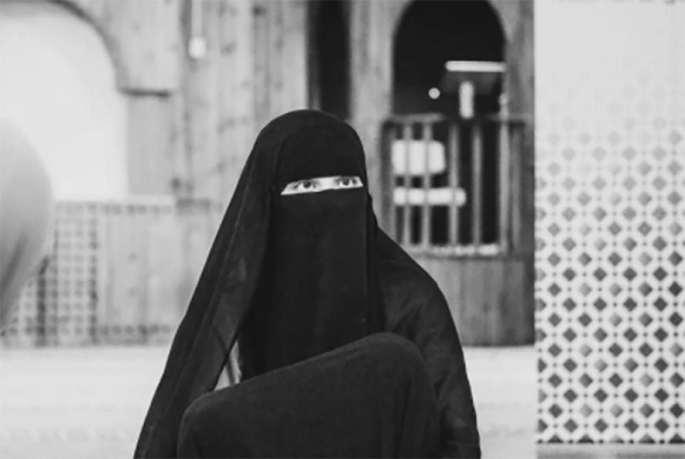 Afghanistan: Taliban members bar women employees from entering Ministry of Women Affairs in Kabul