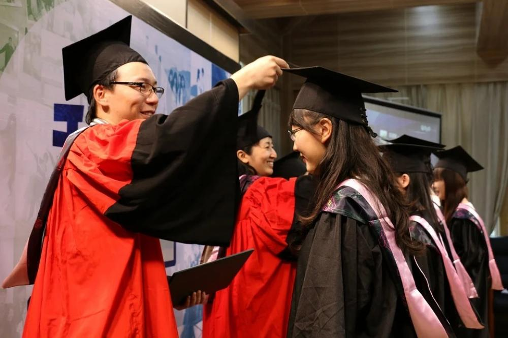 US visa rejection leaves Chinese students in tension