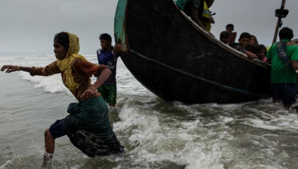 Rohingya refugees: UN agency urges immediate rescue to prevent 'tragedy' on Andaman Sea
