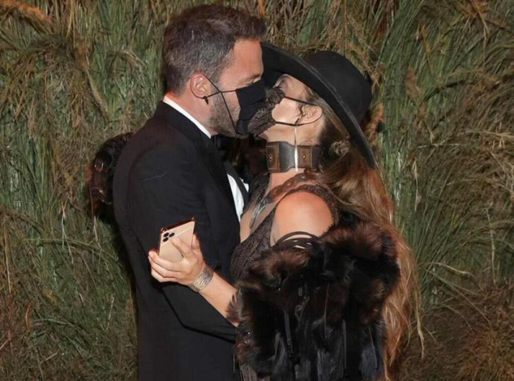 Ben Affleck, Jennifer Lopez make grand Met Gala Red Carpet appearance