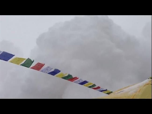 SHOCKING MOMENT Avalanche in Everest basecamp Nepal earthquake [VIDEO HD]